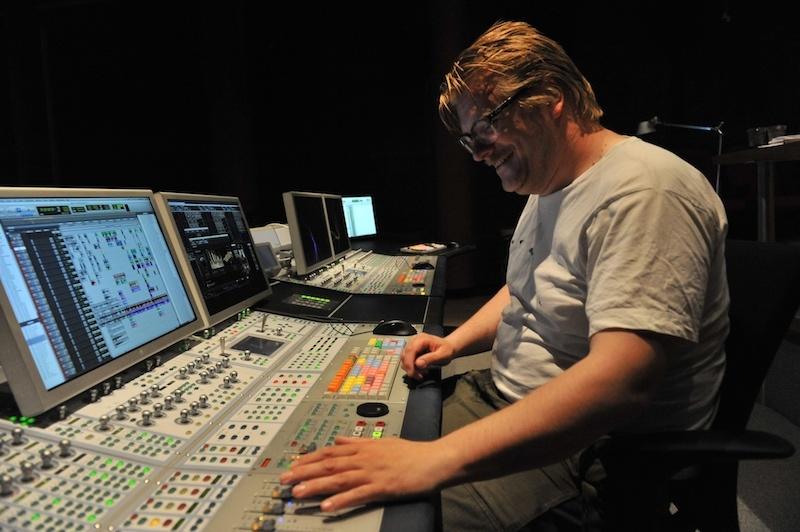 Peter Albrechtsen in studio