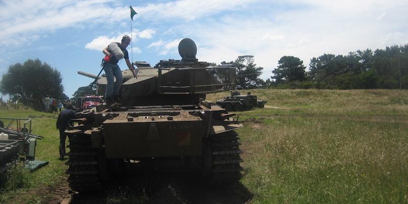 stephan-schutze-tank